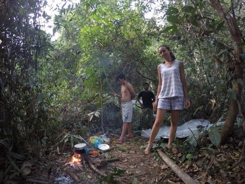 En plein coeur des Cardamomes. Un treck pas prévu au départ et une jungle dont on n'avait jamais entendu parlé mais qui a retenu notre attention quand deux autres voyageurs (Gaëlle et Thomas) nous en ont parlé !