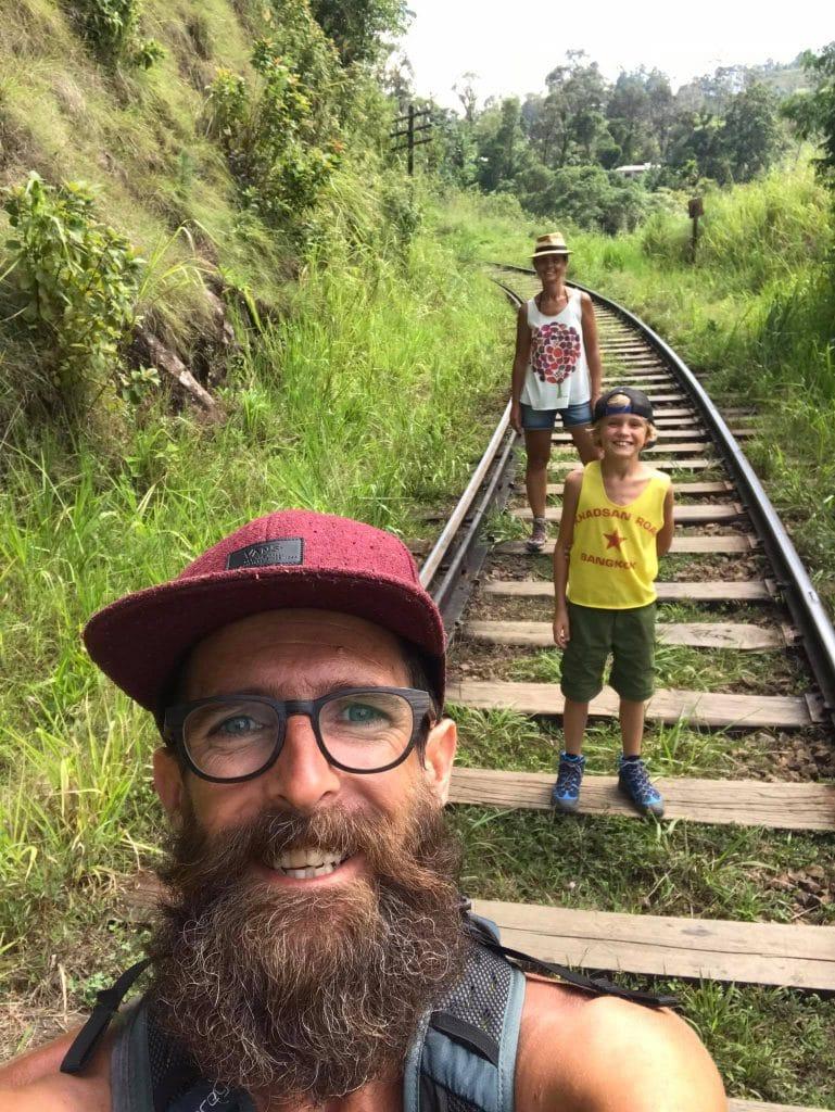 La Vagabond Family sur la voie ferrée Ella-Kandy au Sri Lanka
